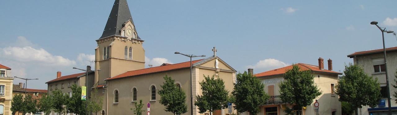 L'église Saint-Germain sur la place L.Sublet